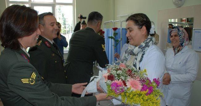 Jandarma'dan Hemşirelere Anlamlı Ziyaret