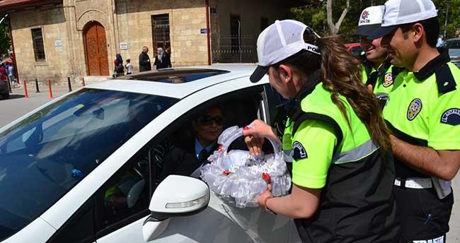 """Karaman Polisinden """"Ceza yerine lokum ye"""" uygulaması"""