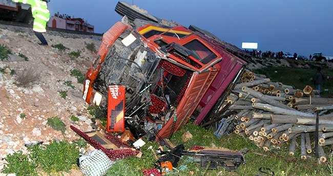 Karaman'da kamyon römorka çarptı: 1 ölü, 2 yaralı