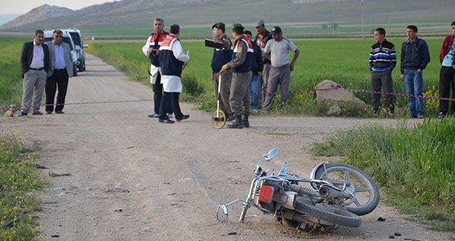 Karaman'da okul servisi motosiklete çarptı: 1 ölü