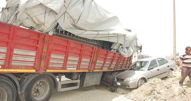 Konya'da otomobille tır çarpıştı: 2 yaralı