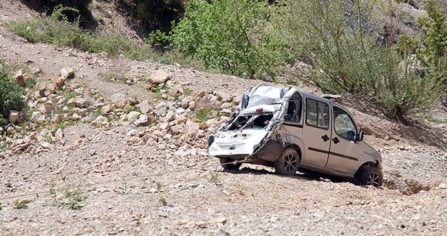 Konya'da uçuruma giden otomobil son anda atladı