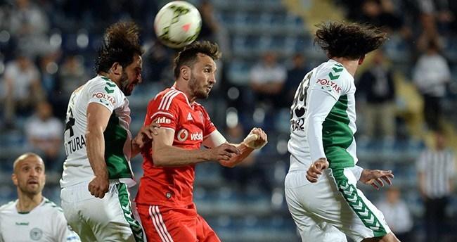 Konyaspor Beşiktaş'ı şampiyonluktan etti