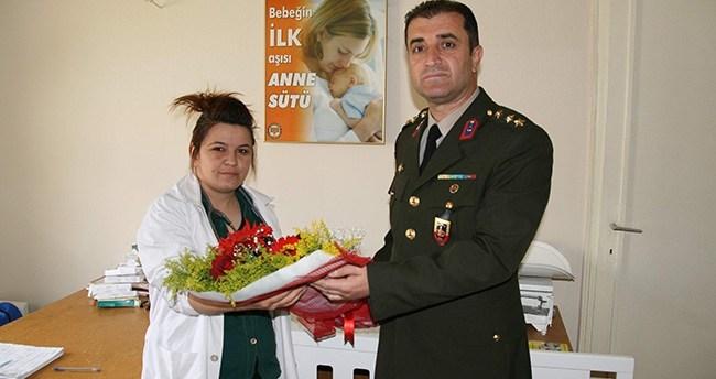 Kulu'da Jandarmadan Hemşirelere Çiçek