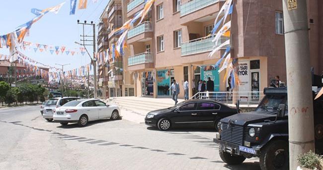 Mardin'de AK Parti'nin seçim bürosuna saldırı