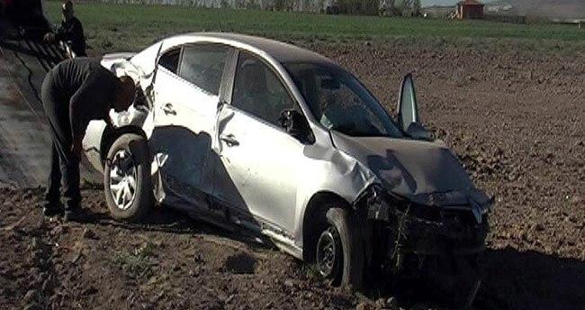 Otomobil Tarlaya Uçtu : 4 Yaralı