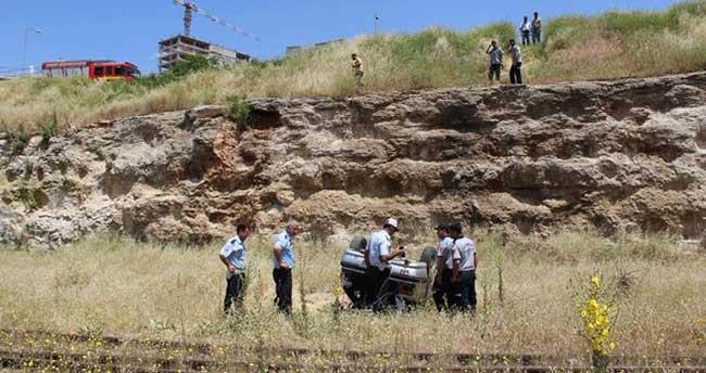 Otomobil tren garına uçtu: 2'si ağır 3 yaralı