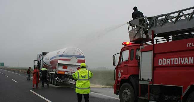 Otoyolda iki LPG tankeri çarpıştı, trafik aksadı