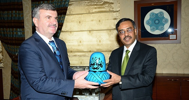 Pakistan Büyükelçisi Mahmood'tan Başkan Akyürek'i Ziyaret