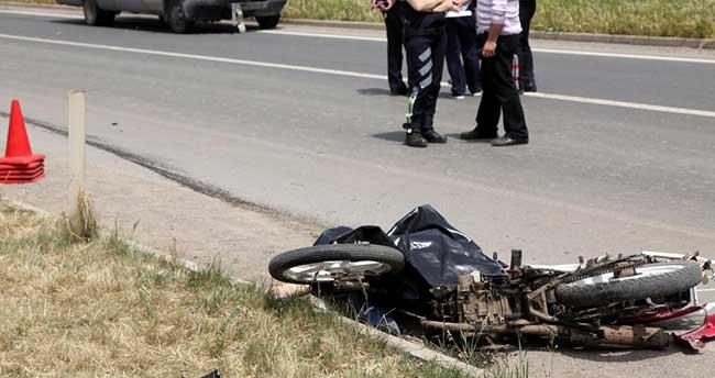 Panelvanla motosiklet çarpıştı: 1 ölü