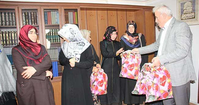 Sarıkaya'da Dini Bilgiler Yarışması birincileri ödüllendirildi