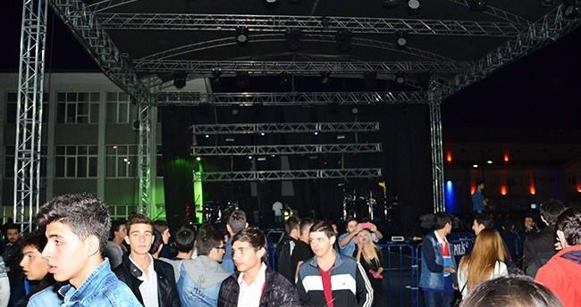 Ses sistemini beğenmeyen Gökhan Türkmen sahneye çıkmadı