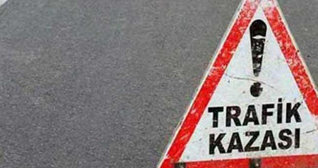 Sivas'ta otomobille tır çarpıştı: 8 yaralı