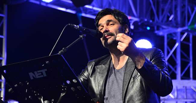 Uğur Işılak, Karaman'da konser verdi