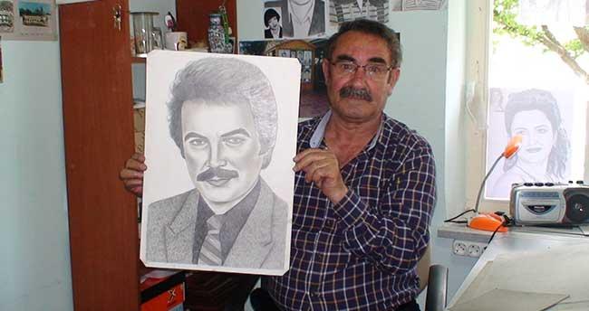 50 yıldır kara kalem resim yapıyor