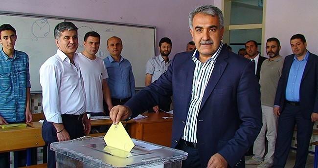 AK Parti Konya Vekil Adayları Oylarını Kullandı