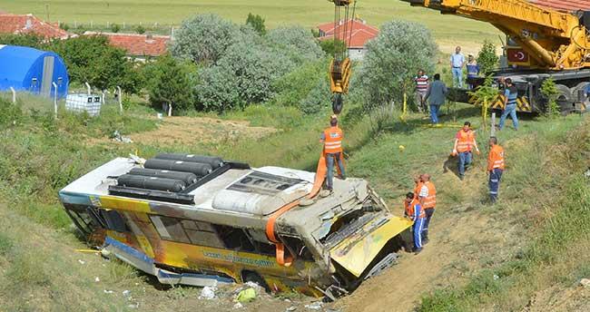 Ankara'da belediye otobüsü devrildi: 2 ölü, 16 yaralı