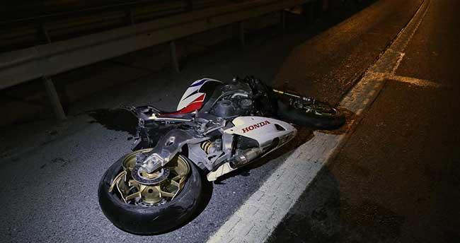 Bağcılar'da motosiklet bariyerlere çarptı: 1 ölü