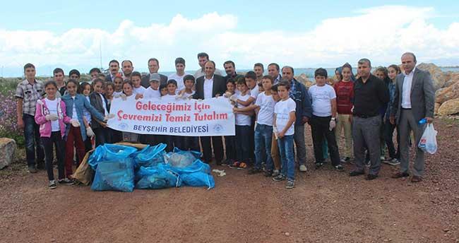 Beyşehir'de Öğrenciler Sahil Temizliği Yapıp Atık Çöpleri Topladı