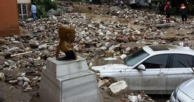 Bursa'da okulun istinat duvarı çöktü
