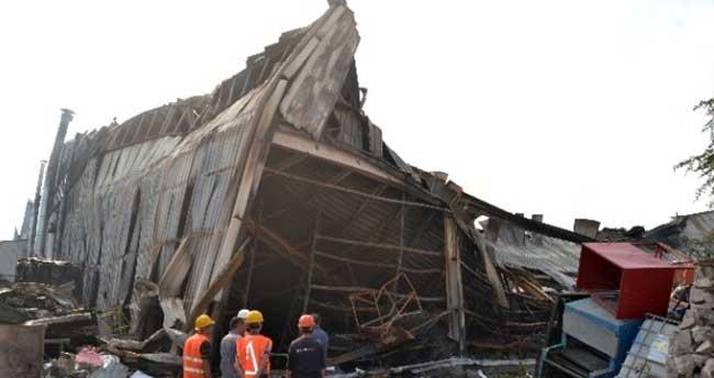 Elektrikli ev aletleri üreten fabrika sabaha kadar yandı