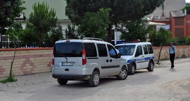 Hırsızlar Ramazan dinlemedi, caminin önündeki aracı soydular