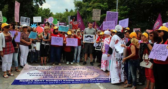 Kadınlar kadınları protesto etti