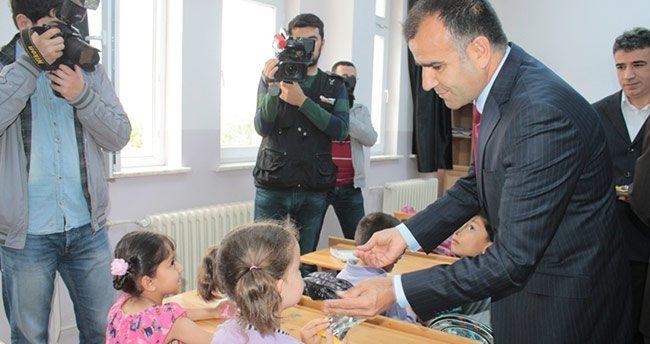 Karaman'da Öğrencilere Kuru Üzüm dağıtıldı