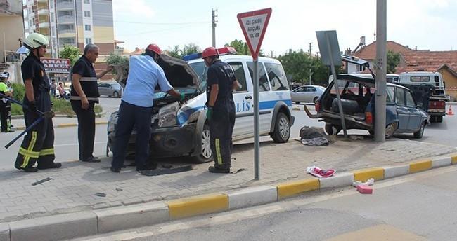 Karaman'da Polis Aracıyla Otomobil Çarpıştı : 2 Yaralı