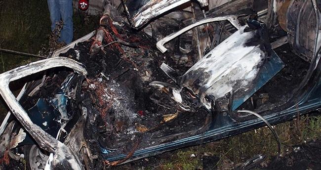 Konya'da duvara çarpan otomobil sürücüsü yanarak can verdi