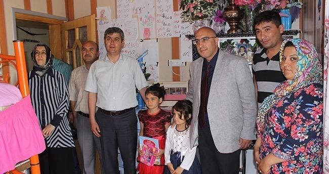 Konya'da Lösemi hastası öğrenci karnesini evinde aldı