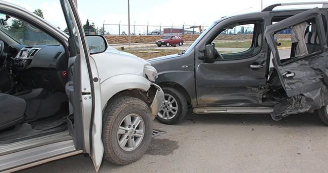 Konya'da pikap ile otomobil çarpıştı: 4 yaralı