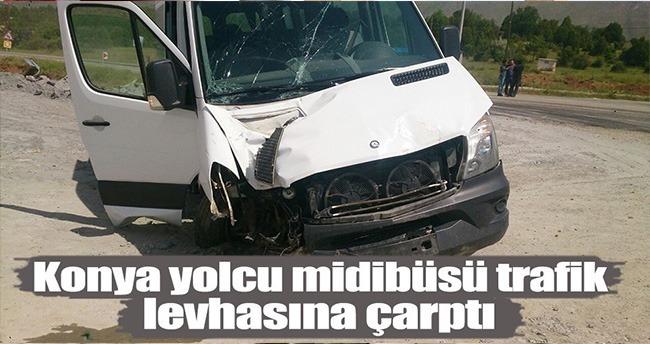 Konya'da Yolcu Midibüsü Trafik Levhasına Çarptı : 8 Yaralı