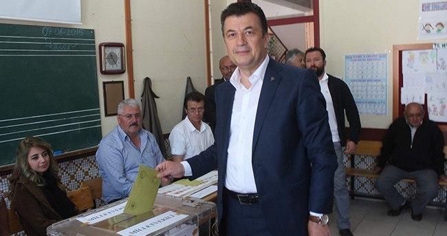 MHP Konya Milletvekil Adayı Süleyman Şenol Oyunu Beyşehir'de Kullandı