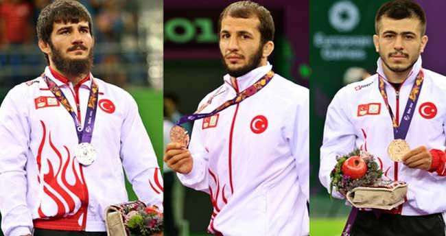 Milli güreşçilerden 3 madalya