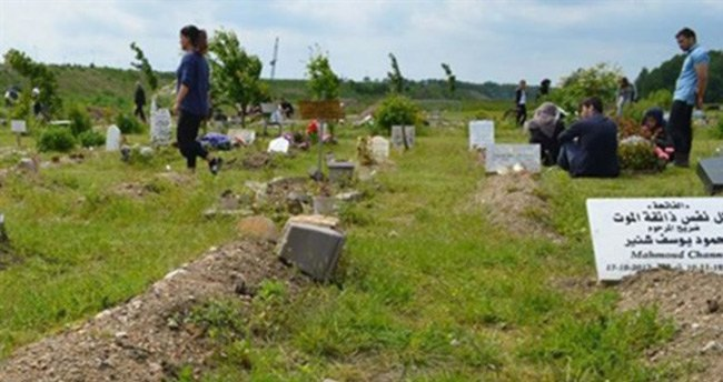 O ülkede Müslüman mezarlığına saldırı!