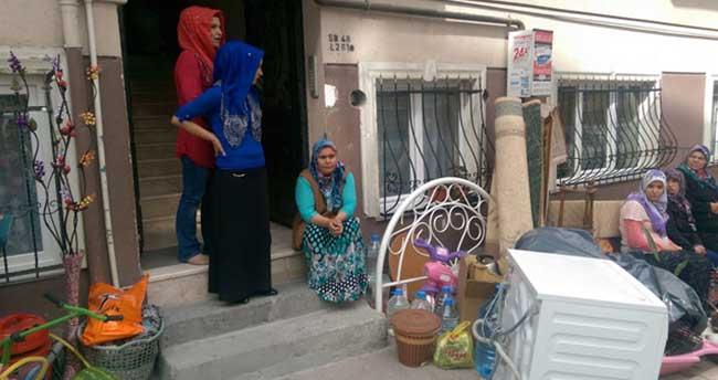 Ramazan günü sokağa atıldılar
