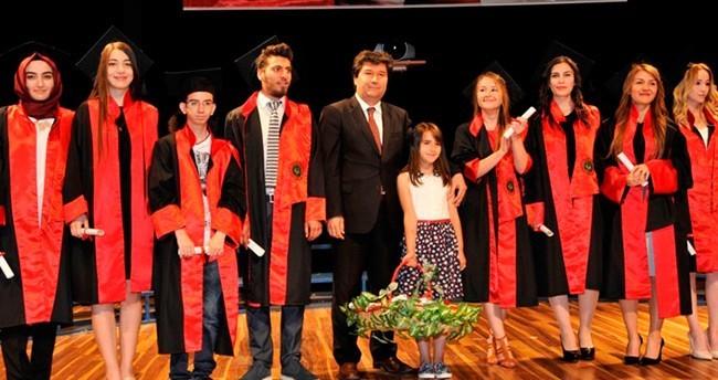 SÜ'de Genç Hukukçular Kep Attı