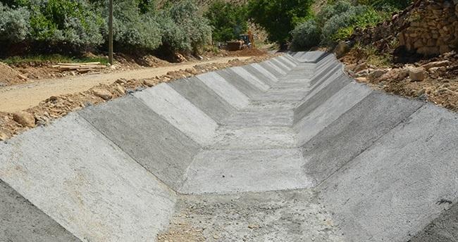 Yellice'de Sel Baskınına Karşı Kanal Yapılıyor