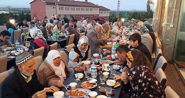 Akşehir Belediyesi'nden şehit ve gazi ailelerine iftar