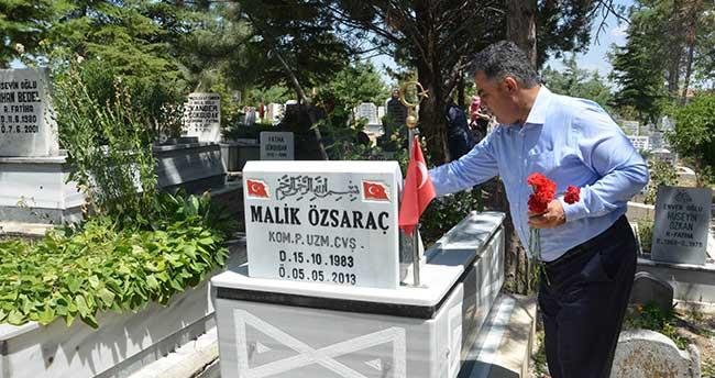 Başkan Özgüven Şehit Mezarlarını Ziyaret Etti
