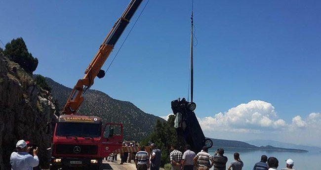 Beyşehir Gölü'ne otomobil uçtu
