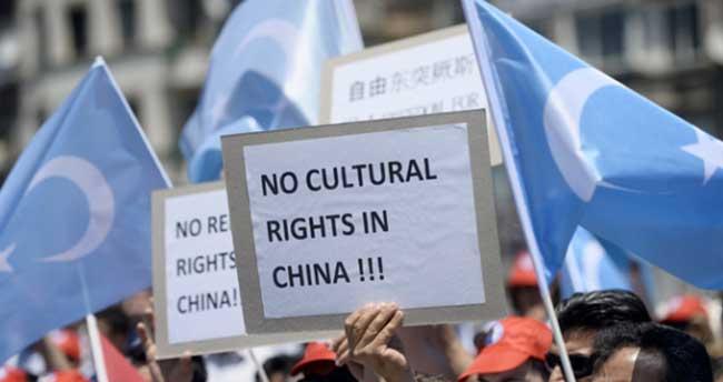 Çin'de Müslümanlara saldırılar protesto edildi