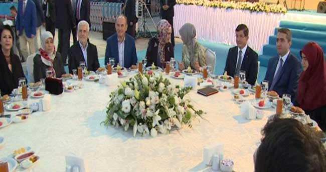 Davutoğlu, Şehit Savcı Kiraz'ın ailesi ile orucunu açtı
