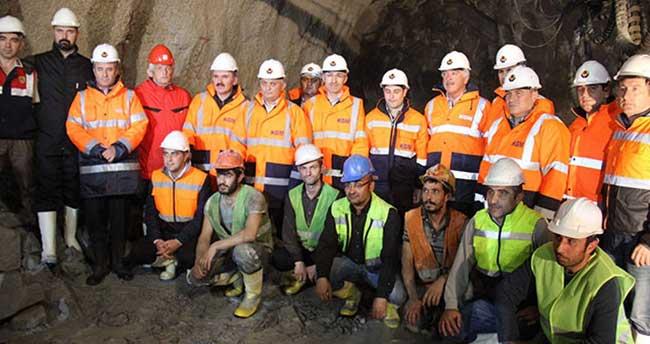 Dünyanın en uzun 2'nci tünelinin yüzde 70'i tamamlandı
