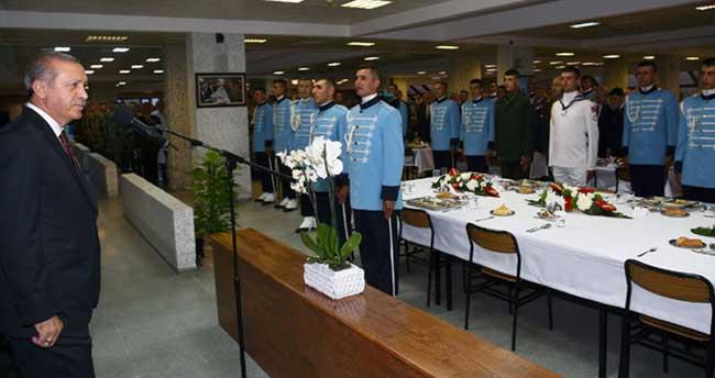 Erdoğan sancak devir teslim törenine katıldı