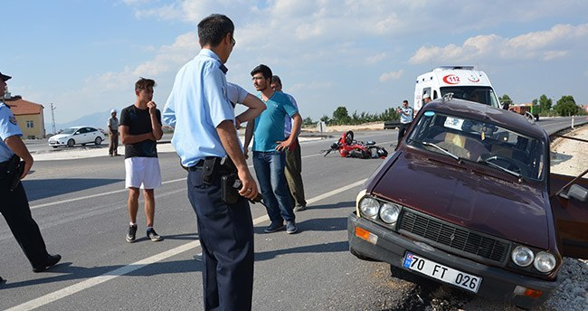 Karaman'da motosiklet ile otomobil çarpıştı: 1 yaralı