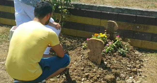 Kenan Sofuoğlu oğlunun mezarında
