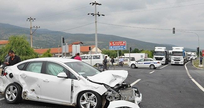 Konya'da minibüsle otomobil çarpıştı: 5 yaralı