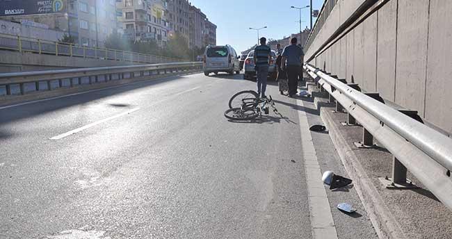Konya'da otomobil bisikletliye çarptı